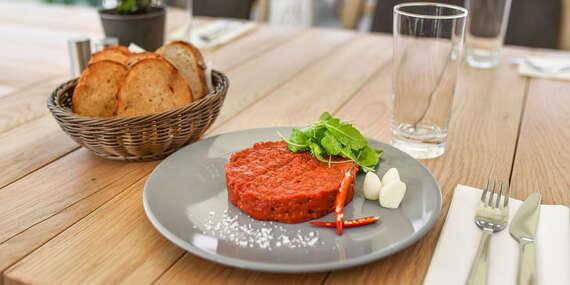 XXL tatársky biftek z pravej hovädzej sviečkovej s hriankami a cesnakom/Bratislava – Staré Mesto