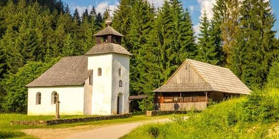 Vstupy do skanzenu Vychylovka s výjimečnou atmosférou a unikátním historickým úvraťovým vláčkem / Slovensko - Čadca