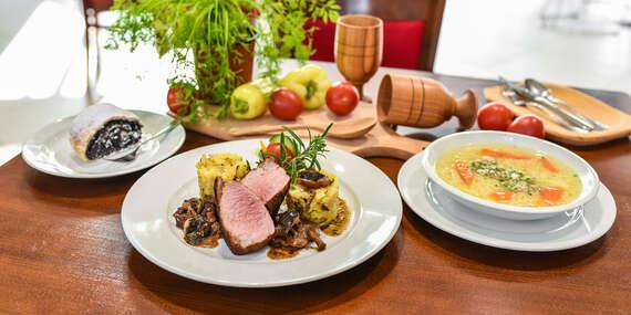 Tradičné 3-chodové menu pre 2 osoby so slepačím vývarom a domácou štrúdľou v reštaurácii Rotoska - Slovenské špeciality / Bratislava – Rača