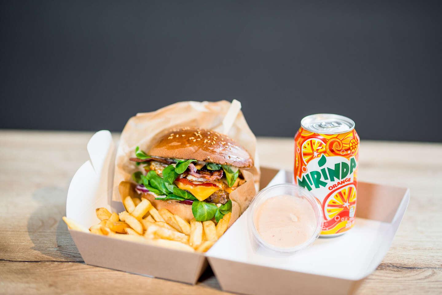 """Stanica burger s hranolkami a Pepsi alebo Mirindou so sebou """"tak..."""