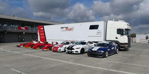 Pilotujte pretekársku formulu, Porsche v GT3 úprave, Mustang GT V8 alebo BMW E46. Výber je na Vás./Letisko - Trenčín