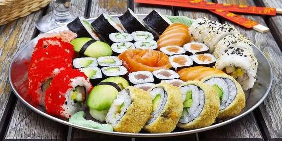 Až 60% sleva na 24 až 81 kousků sushi s sebouz Asian House Vršovice, ochutnat můžete i polévku a salát / Praha - Vršovice