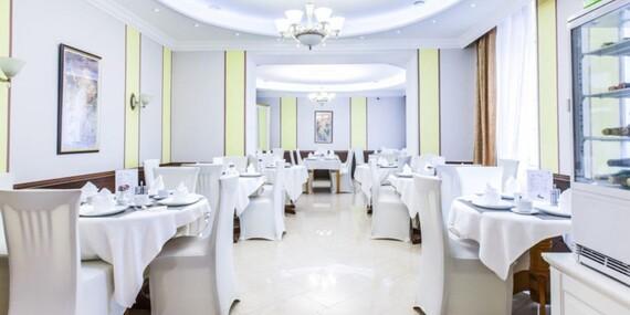 Luxusní péče v hotelu Panorama Spa Sanatorium v centru Karlových Varů s lázeňským balíčkem wellness procedur a tradicí již od roku 1845/Karlovy Vary