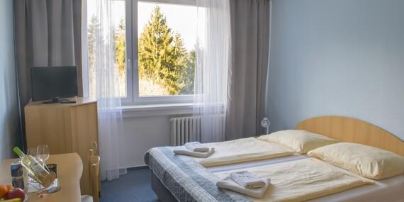 Relaxace po celý rok v chráněné krajině Bílých Karpat s ubytováním v hotelu Jelenovská s neomezeným bazénem, hodinou v sauně a polopenzí/Valašské klobouky