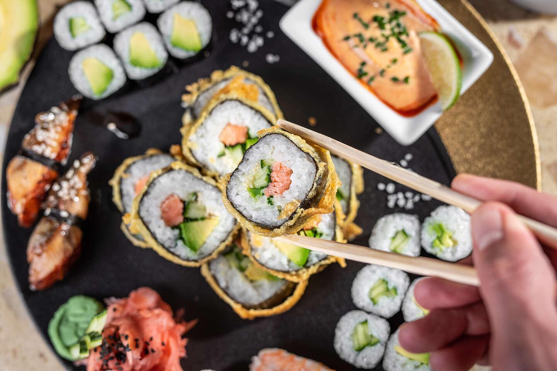 """Sushi set pre 2 osoby v reštaurácii Hotela Mama's **** formou """"..."""