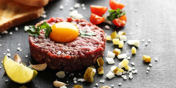 Poctivý tatársky biftek v reštaurácii Bernardov Dvor / Banská Bystrica