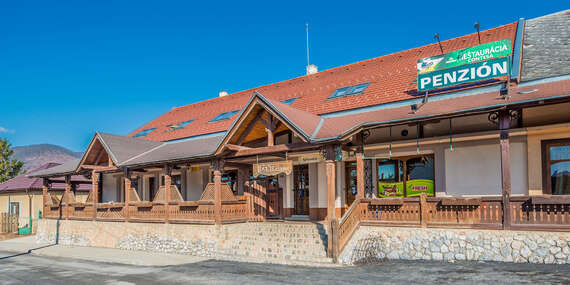 Pobyt pre dvoch s polpenziou a fľašou vína v Krásnohorskom Podhradí / Krásnohorské Podhradie