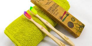 Ekologická bambusová zubná kefka s prémiovými jemnými štetinami od Smiley Monkey
