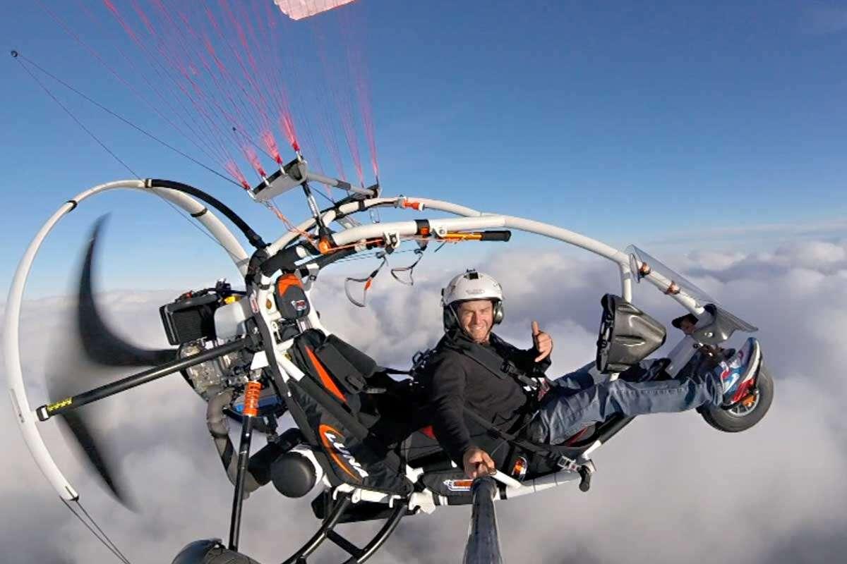 Tip na darček: Jedinečný tandemový motorový paragliding okolo Liptovskej Mary so skúseným pilotom