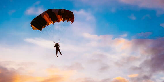 Parašutistický výcvik + odvážny zoskok bez inštruktora z výšky 1200 metrov / AK Trnava, letisko Boleraz