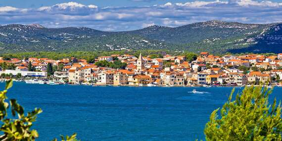 Rodinná dovolenka v Chorvátsku v hoteli Miran*** s polpenziou a bazénom len 30 m od pláže/Chorvátsko - Pirovac - Severná Dalmácia
