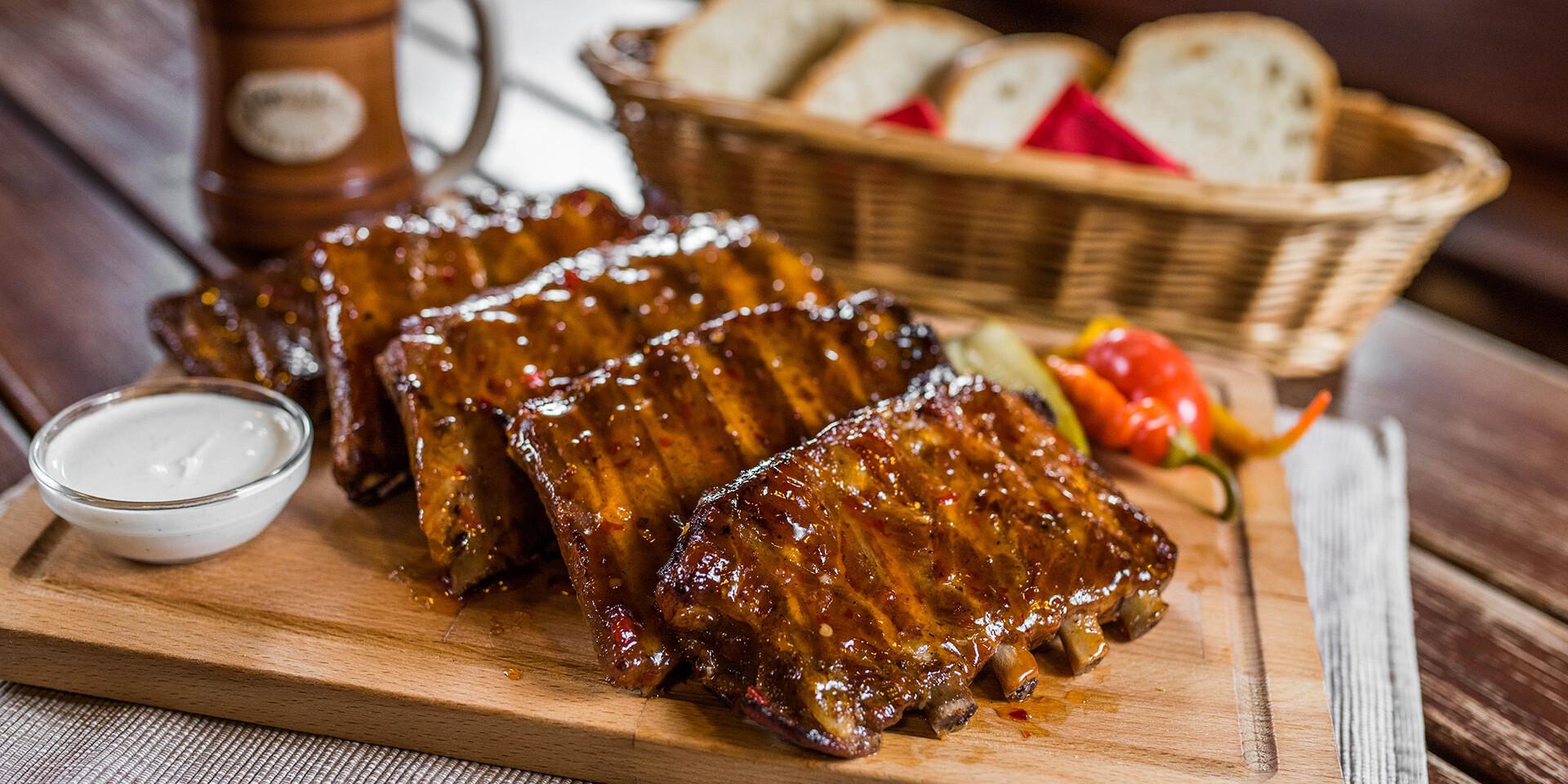 Pečené rebrá v v sladko-pikantnej marináde v Starohájskej pivárni