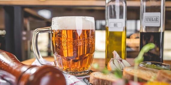 Smíchovský tatarák s hriankami a pivo, len kúsok od Trnavského Mýta/Bratislava - Nové Mesto