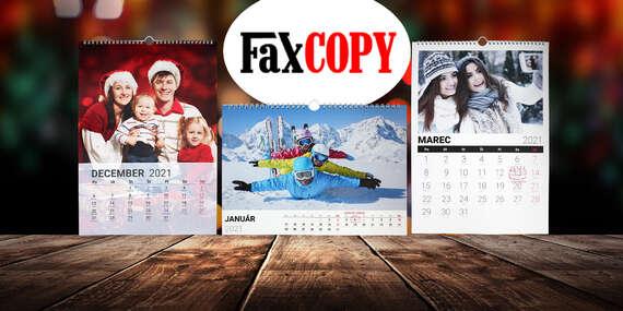 Prémiový nástenný mesačný kalendár s kvalitnou atramentovou fototlačou na kvalitnom fotografickom papieri s vašimi fotografiami/Slovensko