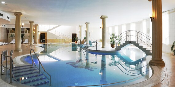 Nekončící odpočinek v Karlových Varech v hotelu Bristol**** s neomezeným wellness, polopenzí a platností do března 2021 + Valentýnské balíčky / Karlovy Vary