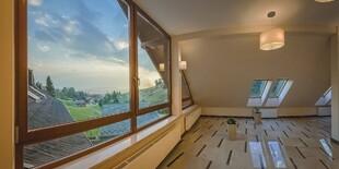 Interiér hotela Pod Wulkanem v Poľsku je bohatý na príjemné drevené prvky