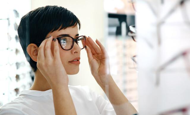Štýlové dioptrické okuliare – rám, sklá, práca aj zábrus skiel + vyšetrenie zraku