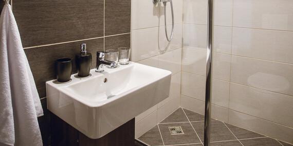 Ubytovanie v Hoteli Crystal*** v izbách Business Deluxe s bohatými raňajkami, proseccom a ovocnou misou/Košice