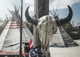 Poľské ceny,  americká zábava: navštívte Westernové mestečko Twinpigs
