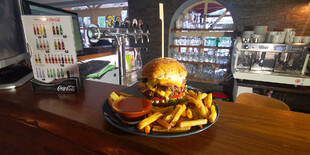 Double Burger s hranolkami pre jednu osobu