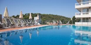 Vonkajší bazén hotela Sato**** v Čiernej Hore
