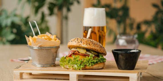 Skutočne dobrý hamburger zo slovenského mäsa v Bull Bistro/Bratislava Nové Mesta
