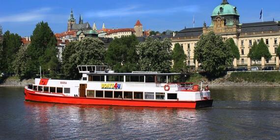 """Vyhlídkové plavby v Praze na Vltavě s výkladem či rautem """"all you can eat"""" a živou hudbou / Praha - Staré Město"""