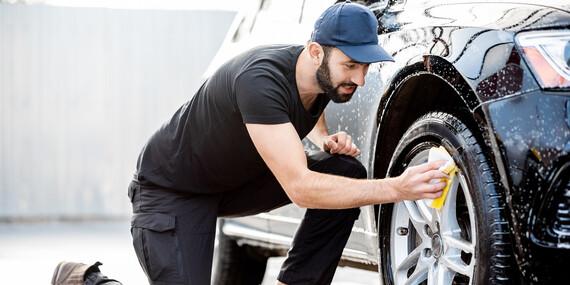 Kompletné umytie auta aj s tepovaním interiéru TORNADOROM a impregnáciou tesnení / Bratislava – Petržalka