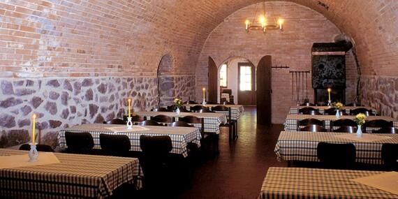 Jižní Morava s neomezenou konzumací vína v Hotelu Weiss s polopenzí a vstupem na rozhlednu či do pivovaru/Jižní Morava - Lechovice