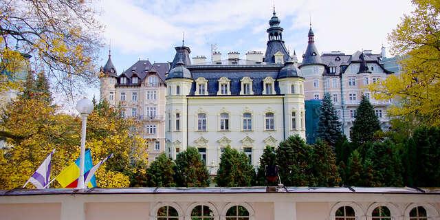 Kúpeľný pobyt v prekrásnych Karlových Varoch s polpenziou a procedúrami v hoteli Eliška