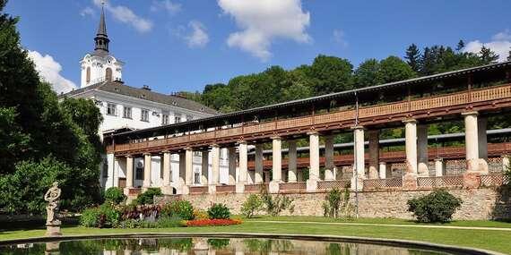 Pobyt pro dva u zámku Lysice na jižní Moravě s polopenzí, bazénem a wellness za polovic / Jižní Morava - Lysice