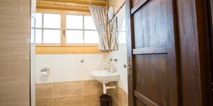 K výbave izieb patrí Wi-Fi, televízor a vlastná kúpeľňa s toaletou