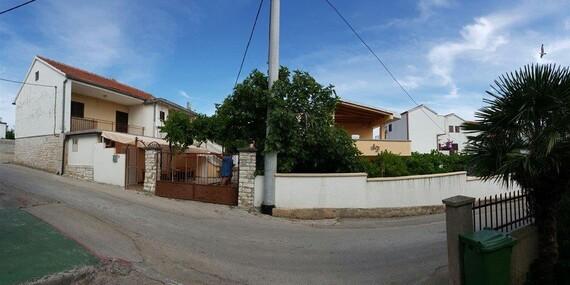 Oddych v chorvátskom meste Tribunj v apartmáne Daliborka, kde majú najčistejšie more Jadranu/Chorvátsko - Vodice - Tribunj