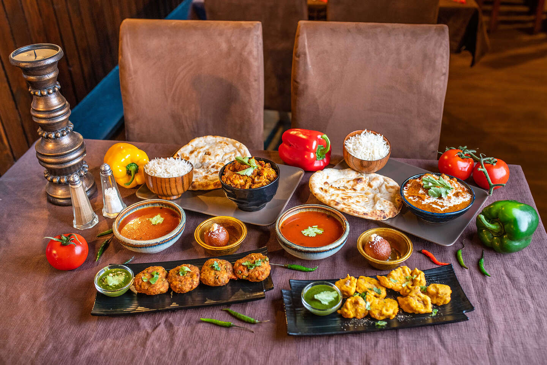 """Indické 4-chodové menu so sebou """"take away"""" pre 2 osoby v reštaurácii Masala Darbar"""