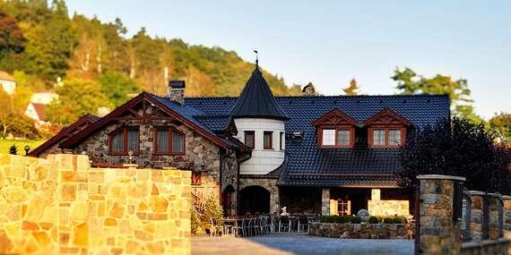 Radost na Sázavě jen kousek od Prahy v kouzelném Zámečku Kaliště s polopenzí, lahví vína a platností až do května 2021 / Posázaví - Kaliště