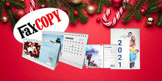 Stolový alebo nástenný fotokalendár s vlastnými fotografiami s osobným odberom ZADARMO až v 39 predajniach FaxCOPY/Slovensko