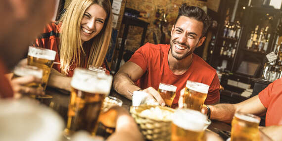 Ochutnajte pivo Bakalář a k tomu nakladaný syr encián, utopenec alebo paštétu v pivárni Lajko / Bratislava - Karlova Ves