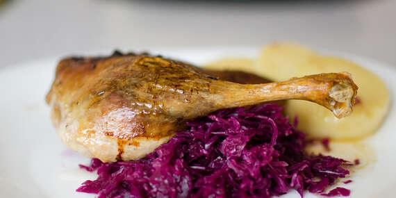 Kačacinka a víno pre 2 osoby v rodinnej reštaurácii Zlatá Lipa II, aj s rozvozom domov/Bratislava – Dúbravka