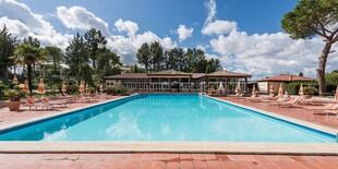 Bazén v Il Pelagone Hotel & Golf Resort vás počas horúcich dní príjemne osvieži