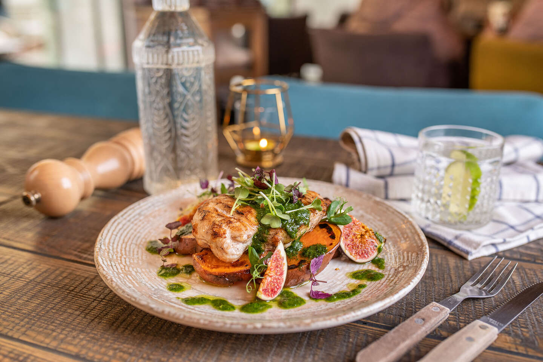 """Hovädzí, kurací a lososový steak aj so sebou """"take away"""" v útulnej reštaurácii Le Papillon v srdci Bratislavy"""