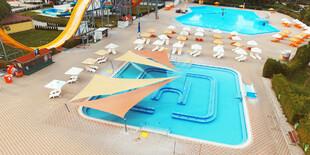 Apartmány Solaris stoja len 80 m od termálneho kúpaliska Vadaš v Štúrove