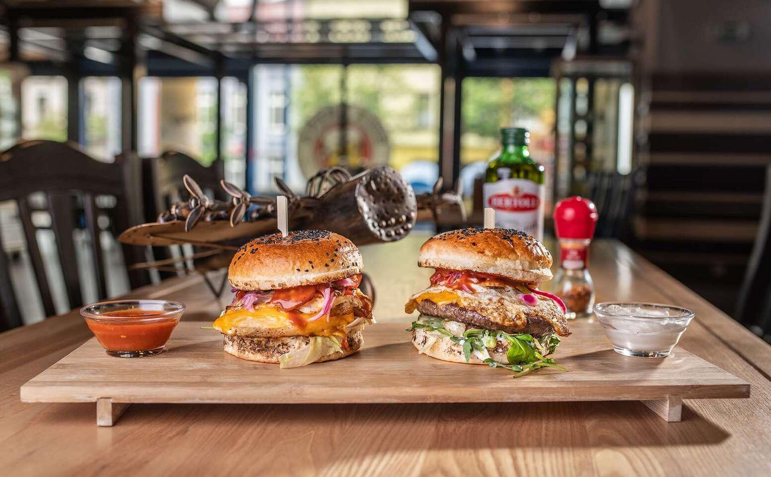 Hovädzí alebo kurací burger