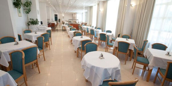 FIRST MINUTE na 8 dní v hoteli Alba v Chorvátsku s polpenziou a dieťaťom do 12 r. zdarma/Chorvátsko – Severná Dalmácia