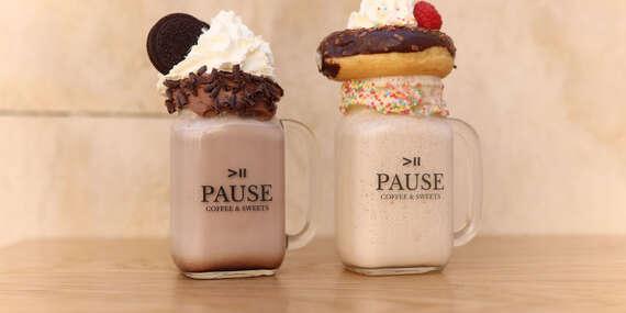 Horúca čokoláda, freakshake, zmrzlinový sendvič v Pause Coffee & Sweets na Kapucínskej/Bratislava - Staré Mesto