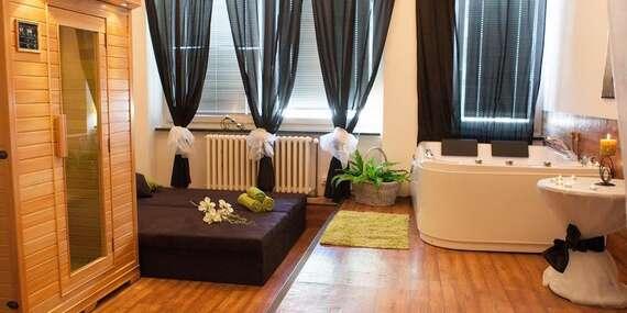 Romantika v privátním wellness s lahví sektu a svíčkami v délce 60, 90 nebo 120 minut na Praze 5/Praha 5 - Motol