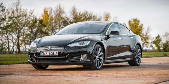 Najnadupanejší darček pre mužov: Jazda na elektromobile Tesla Model S 100 D / Bratislava, Nitra, Trnava