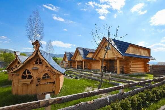 Nové chatky pre 5 osôb na Orave pri Zbojníckej kolibe s polpenziou a možnosťou pivných kúpeľov