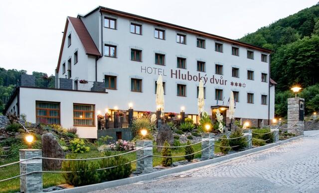 Neobmedzený relax a polpenzia vo wellness hoteli Hluboký dvůr*** hneď pri ski centre