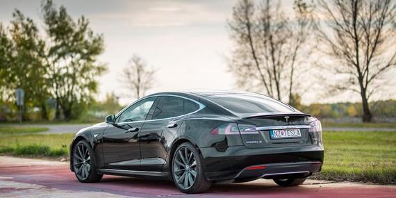 Najnadupanejší darček pre mužov: Jazda na elektromobile Tesla Model S 100 D/Bratislava, Nitra, Trnava