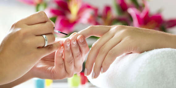 Krásne a upravené nechty s japonskou manikúrou alebo gél lakom/Prešov